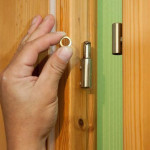 Врезка дверных петель